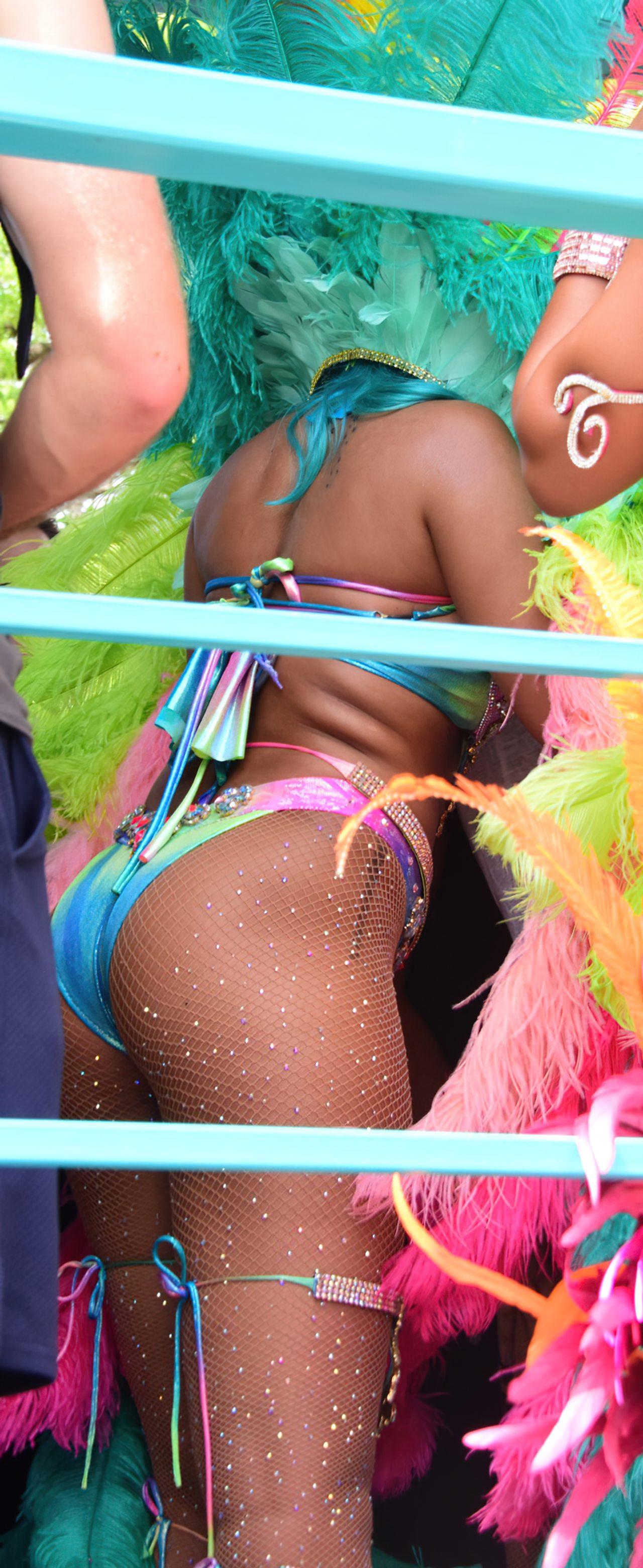 Rihanna Sexy Carnaval (12)