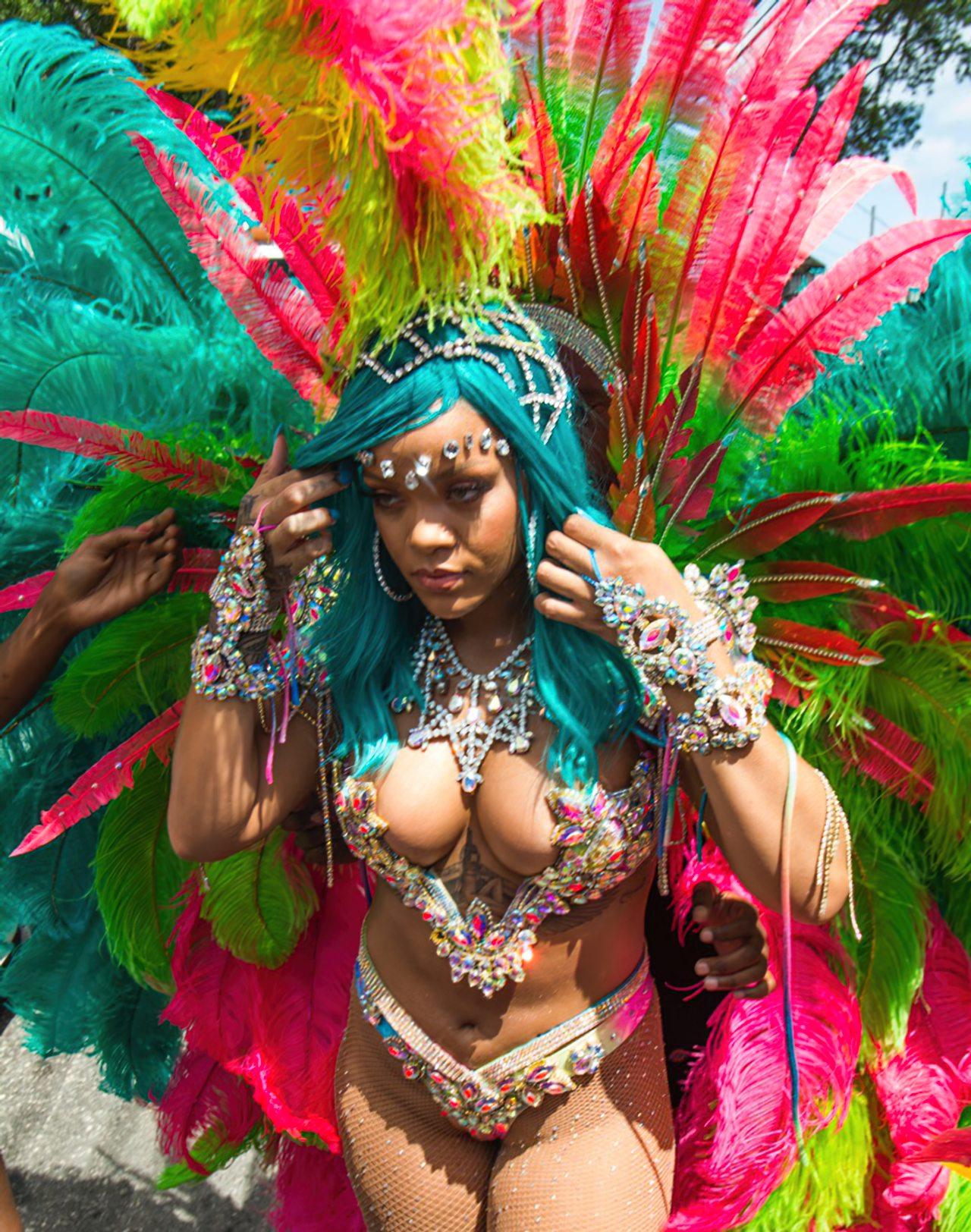 Rihanna Sexy Carnaval (13)
