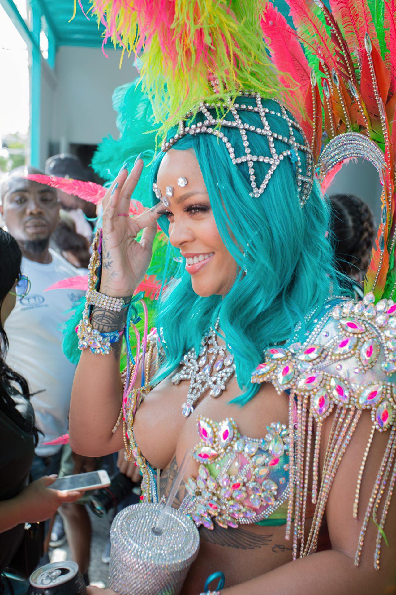 Rihanna Sexy Carnaval (24)