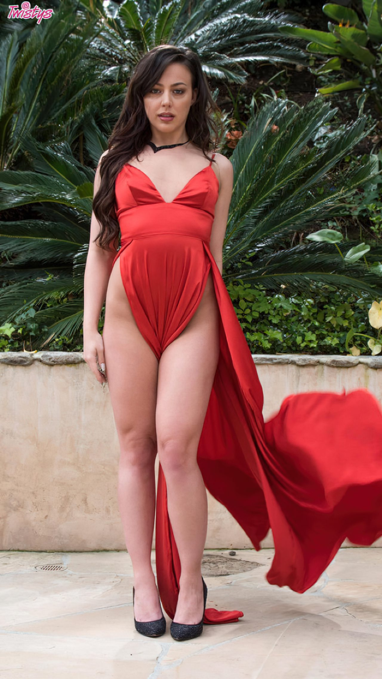 Despindo Vestido Vermelho Jardim (3)