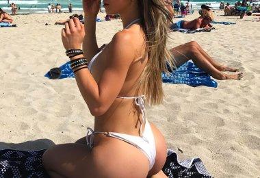 Mulher Boazuda na Praia