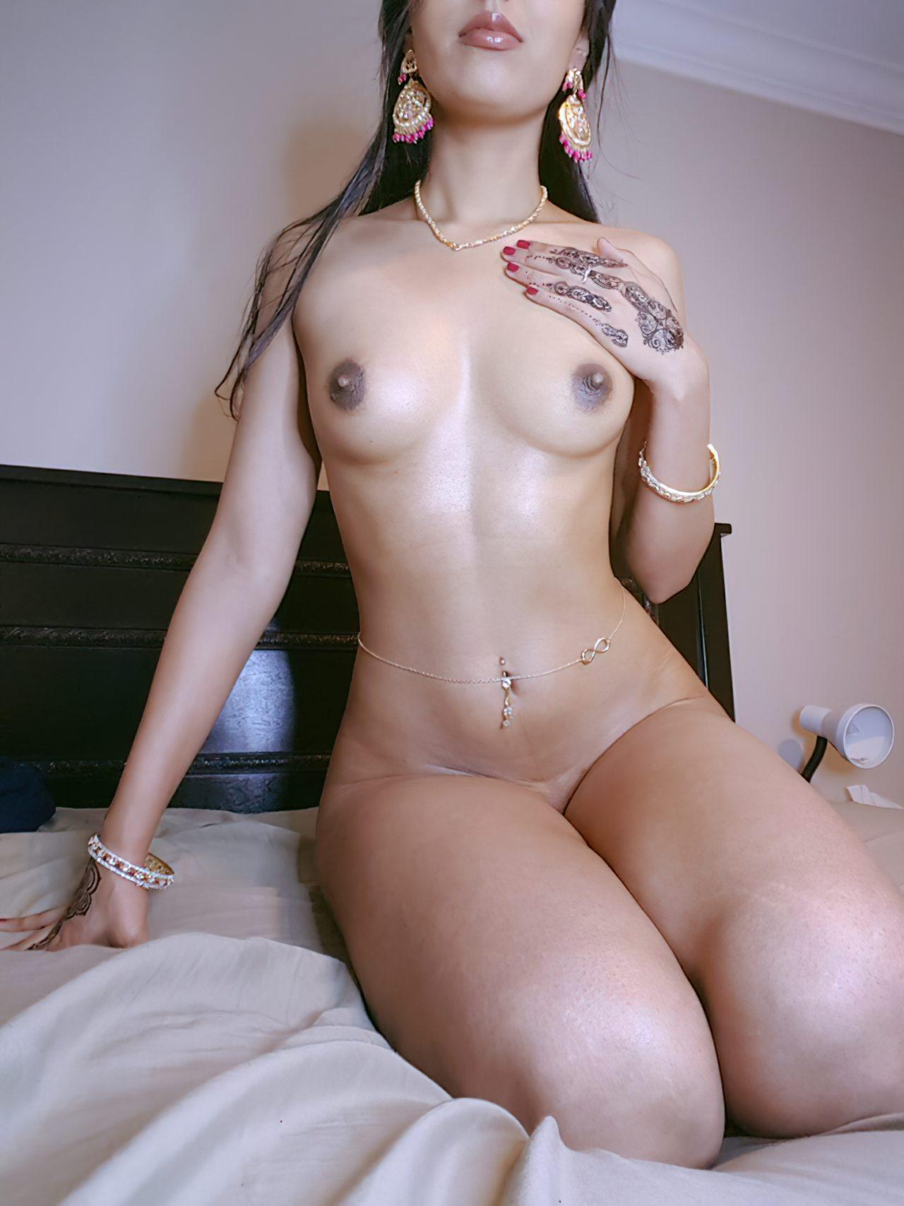 Mulher Indiana Exibida Nua (1)
