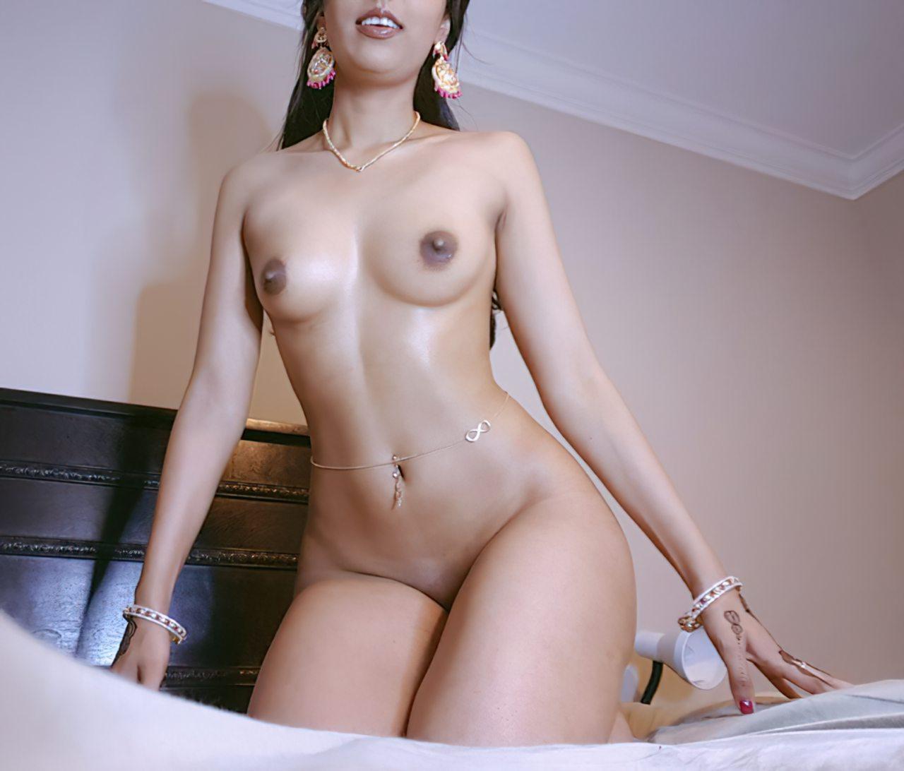 Mulher Indiana Exibida Nua (7)