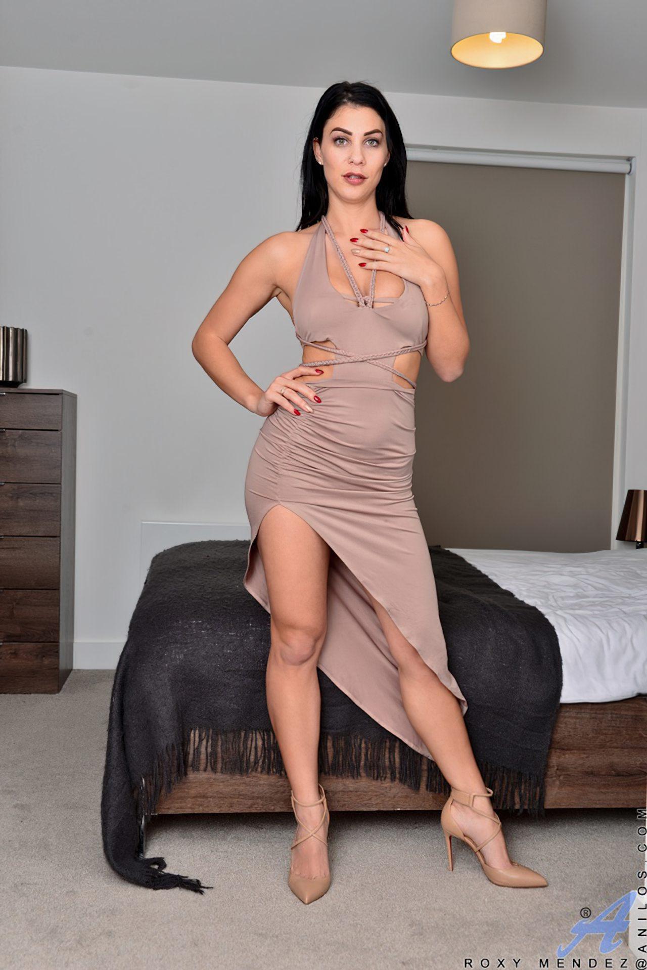 Morena Saltos Altos Striptease (1)