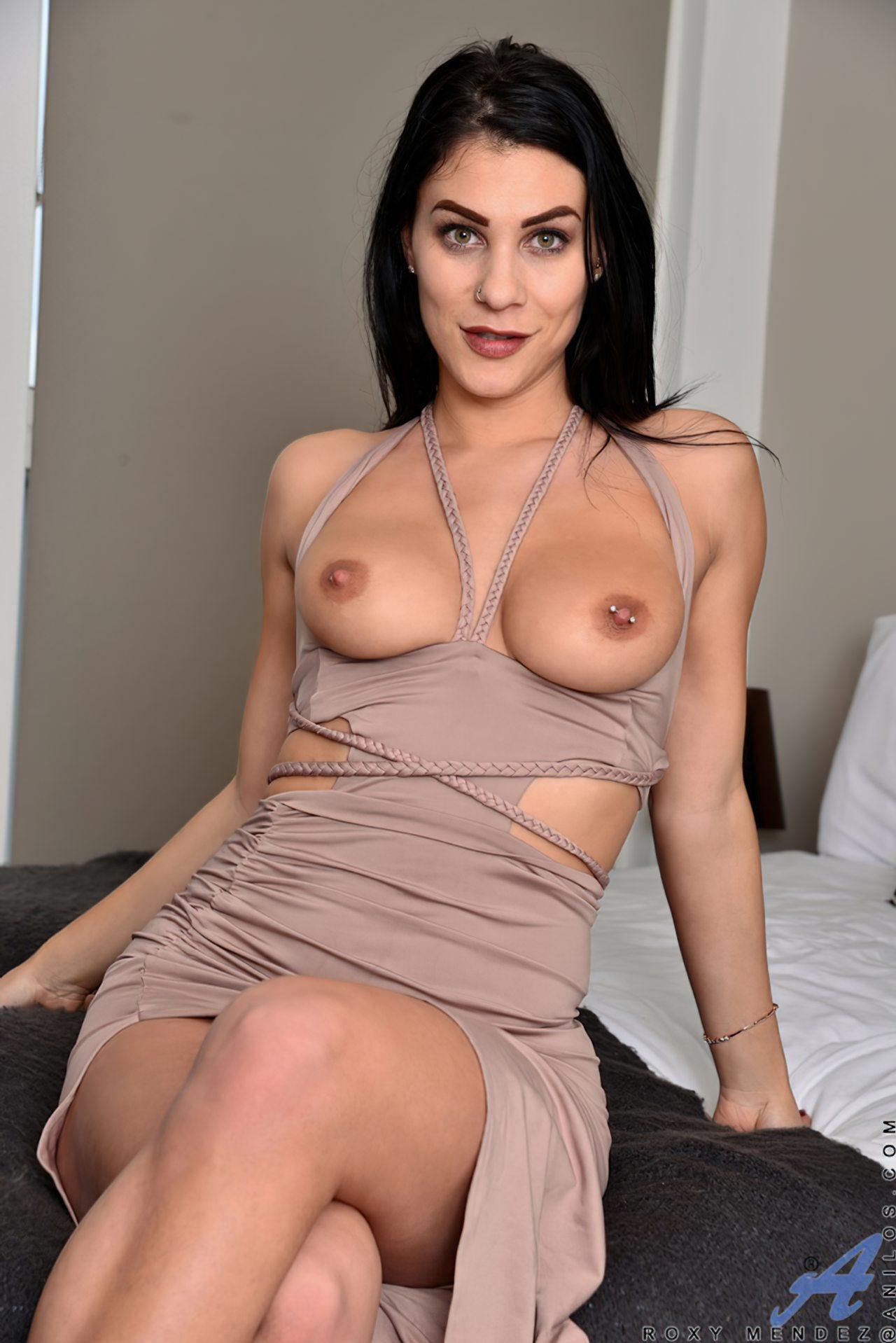Morena Saltos Altos Striptease (3)