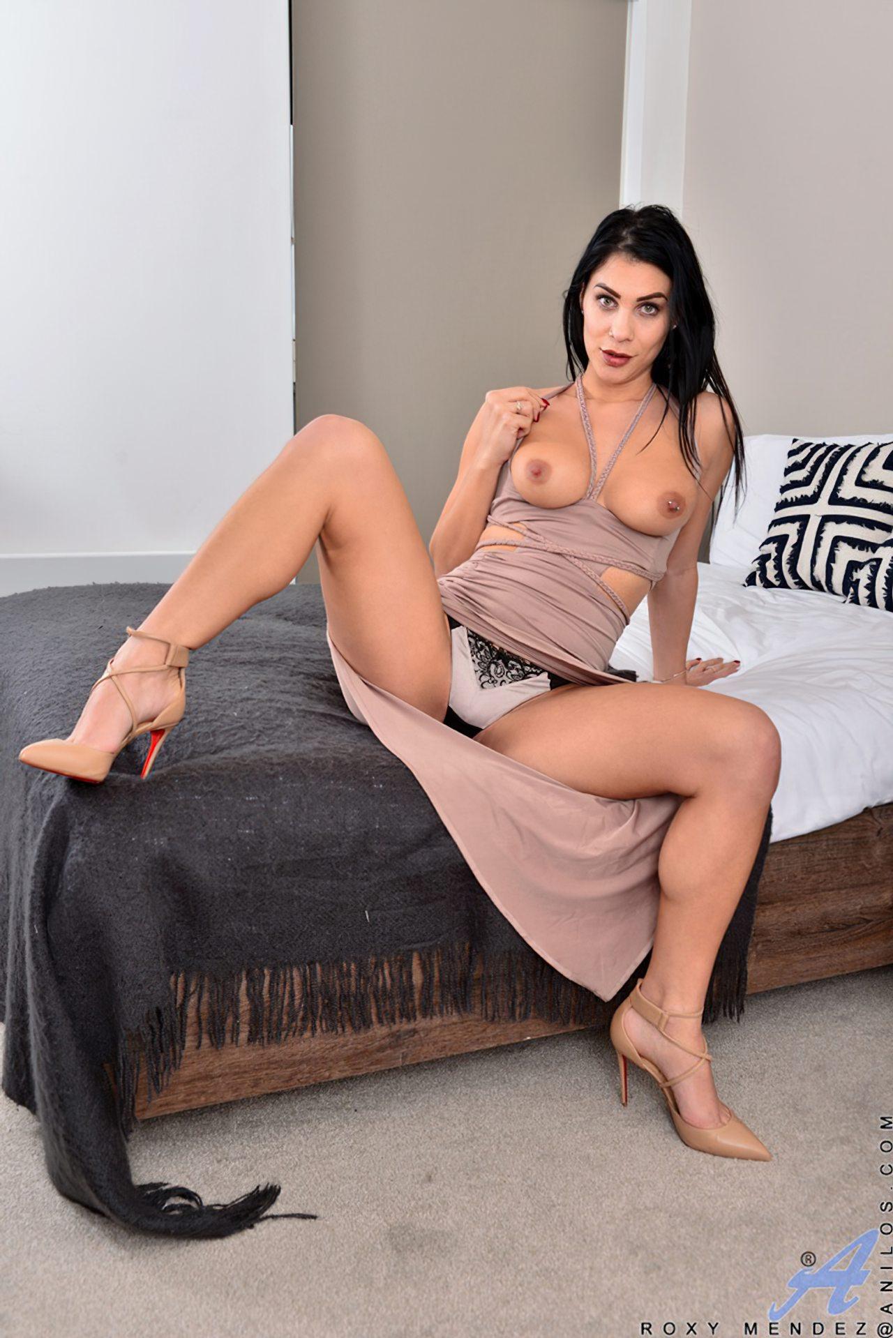 Morena Saltos Altos Striptease (4)