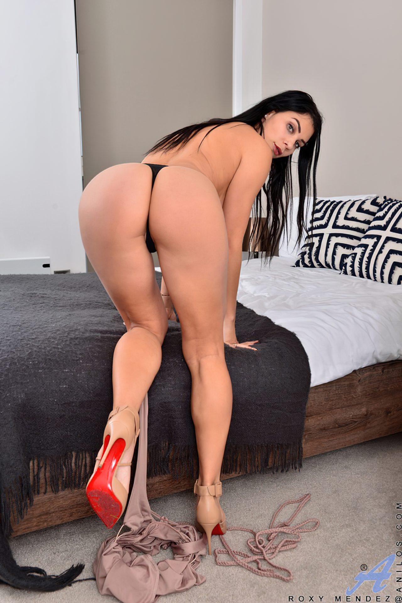 Morena Saltos Altos Striptease (8)