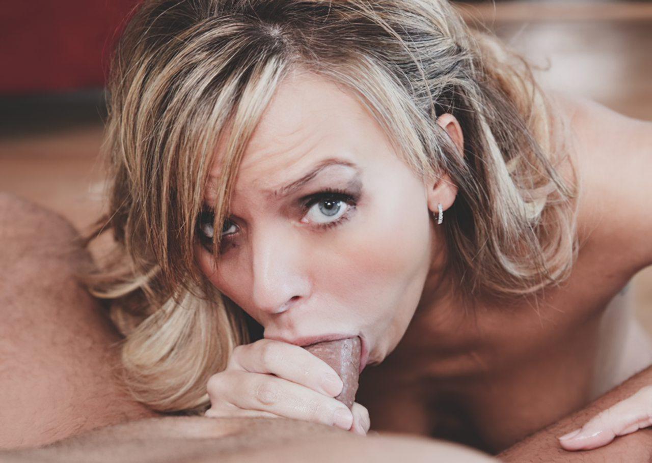 Mulher Olhos Azuis Pagando Boquete (7)