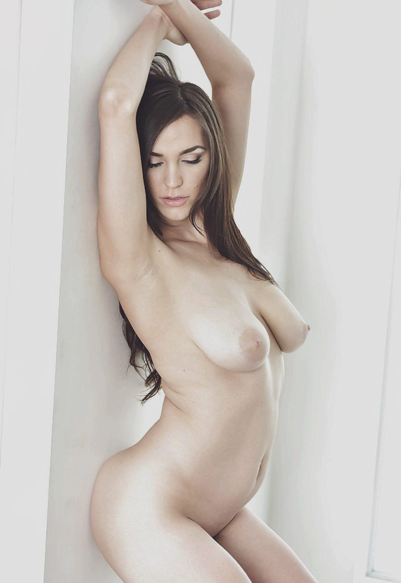 Mulher Despindo Lingerie (6)