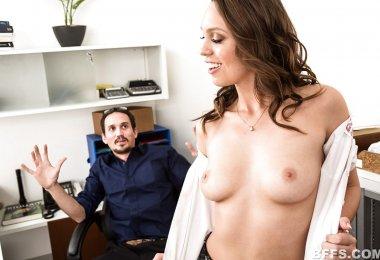 Mulher Seduzindo Homem Trabalho (1)