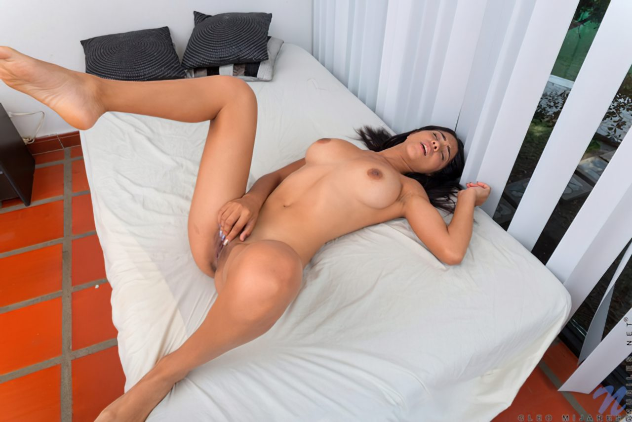 Striptease Moreninha Latina (11)