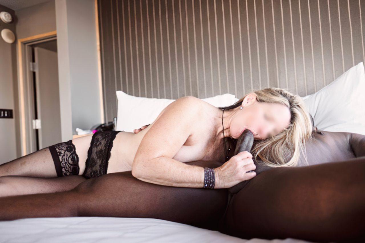 Esposa Transando Negro Dotado Frente do Marido (9)