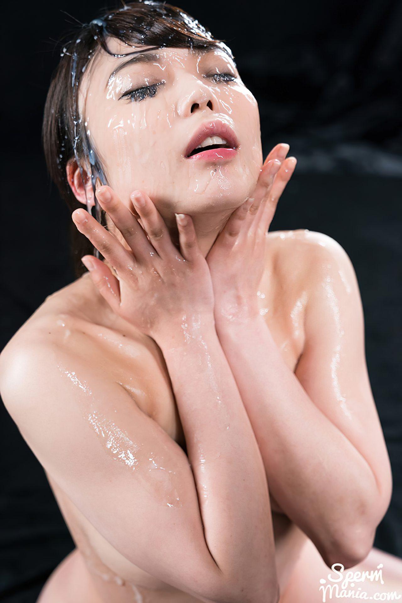 Mulher Japonesa Coberta de Porra (13)
