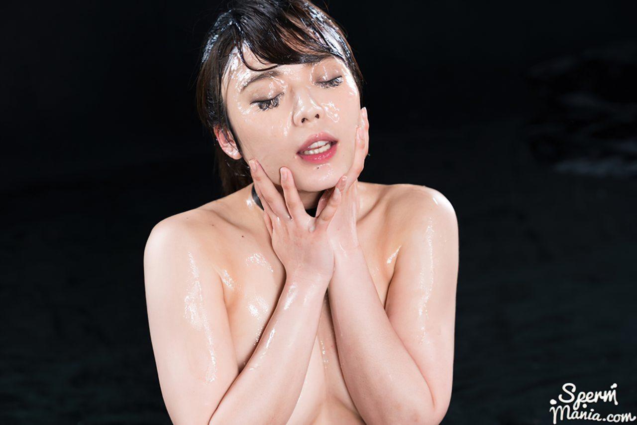 Mulher Japonesa Coberta de Porra (14)