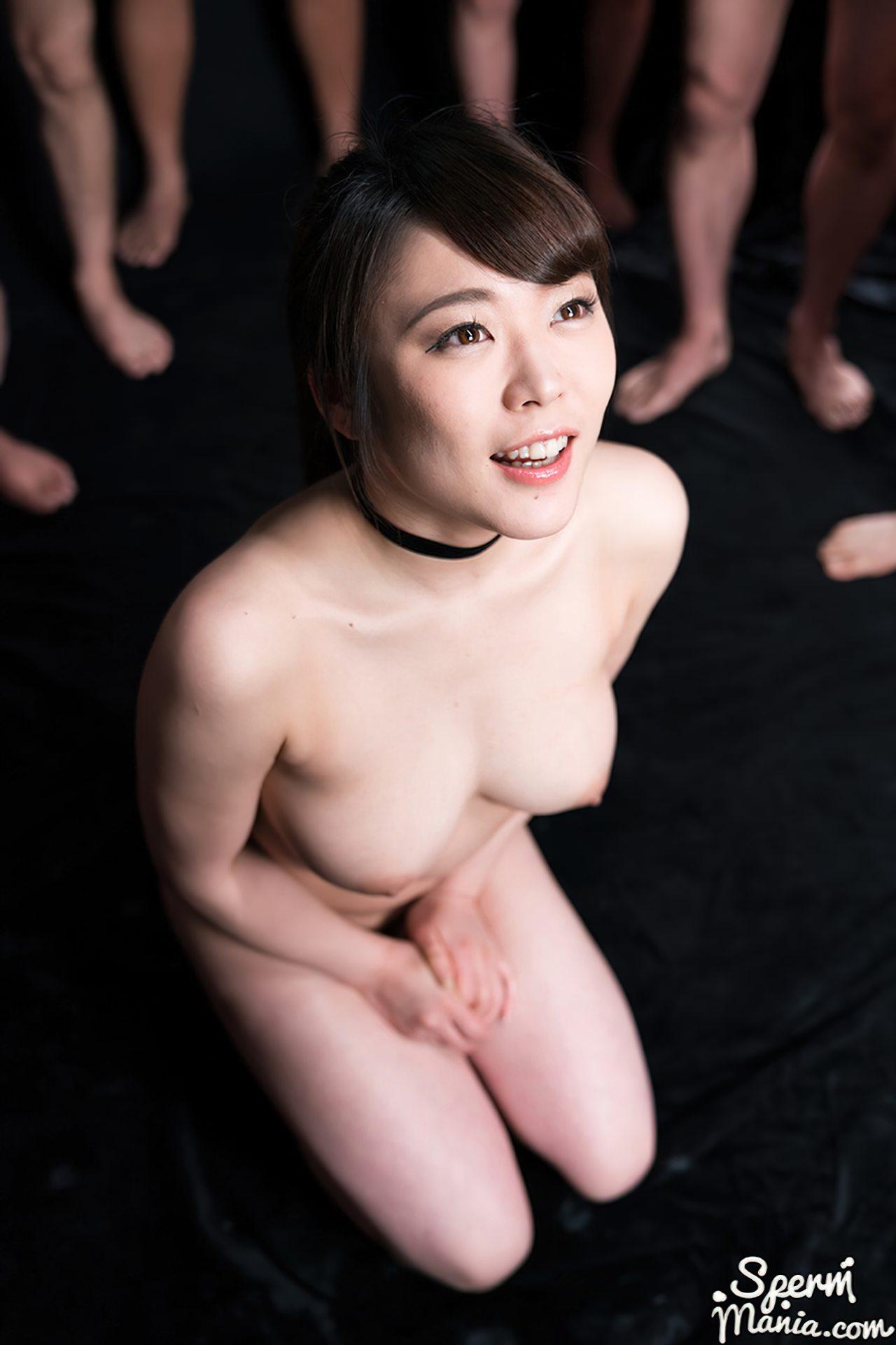 Mulher Japonesa Coberta de Porra (16)