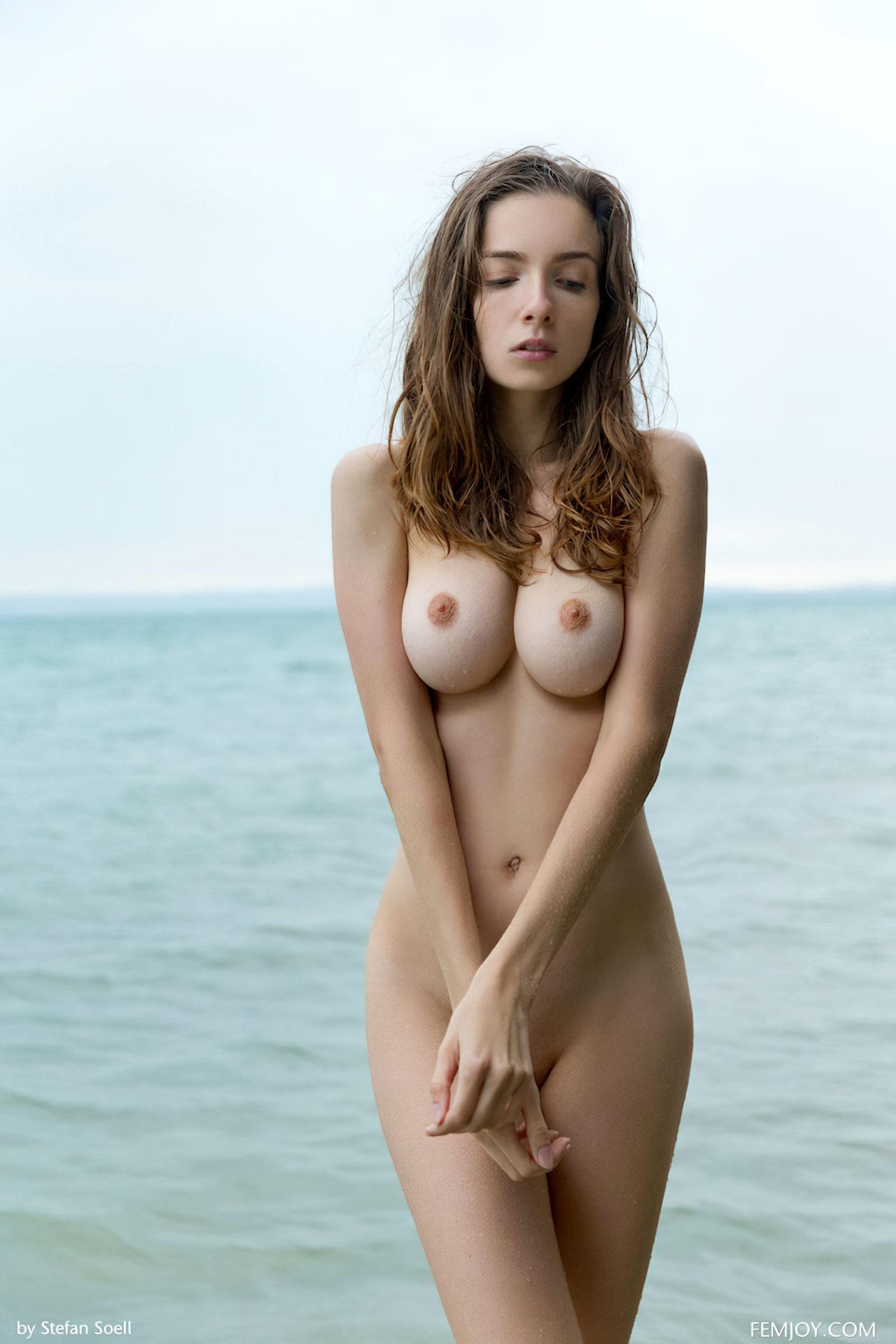Arrepiada na Praia