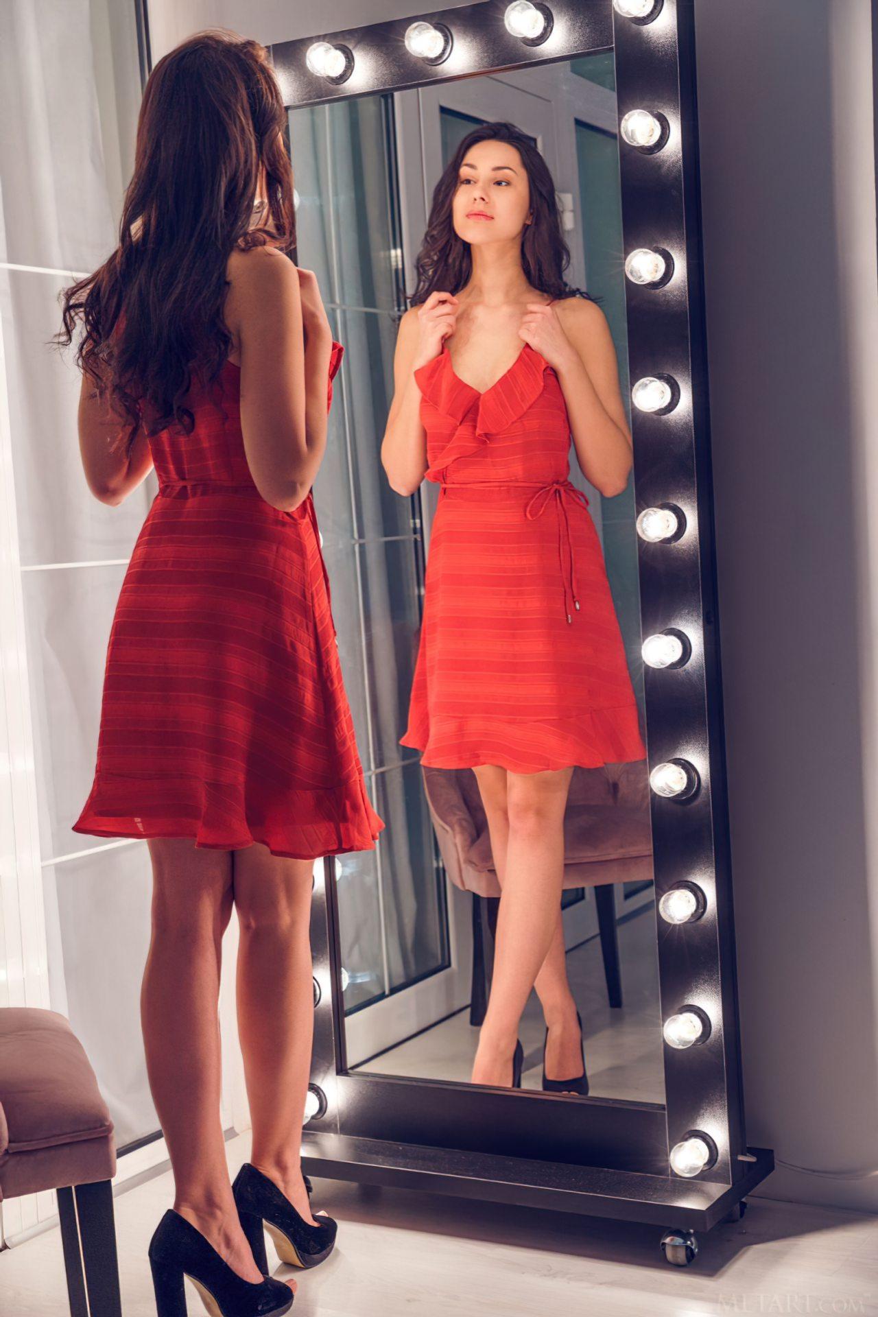 Striptease Frente do Espelho (1)