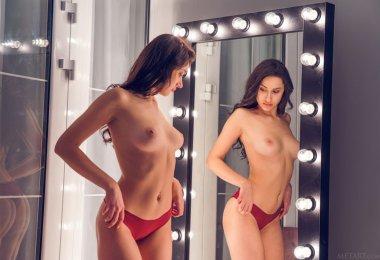 Striptease Frente do Espelho (4)