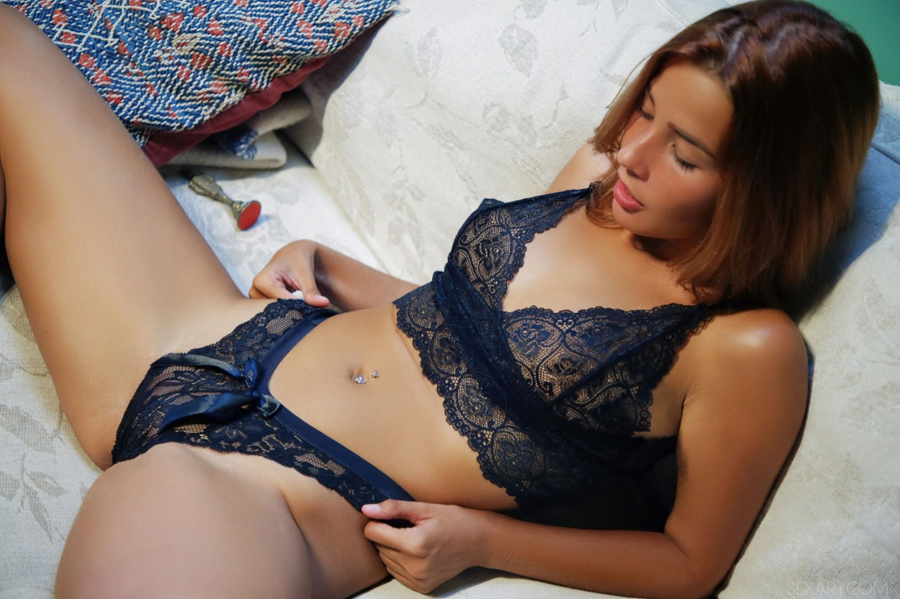 Agatha Vega Striptease (2)