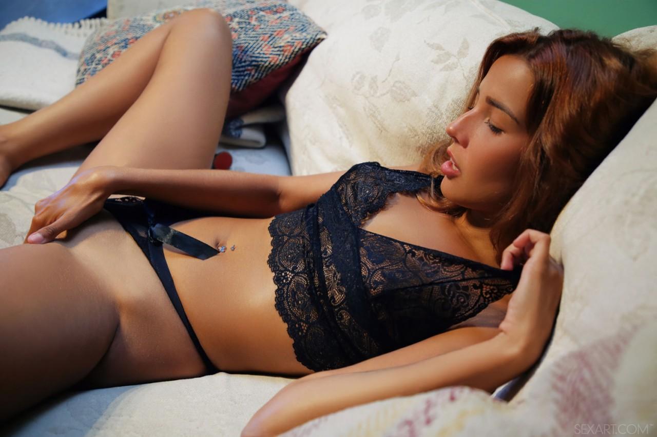 Agatha Vega Striptease (4)